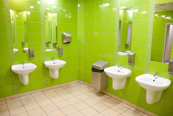Сушилка для рук Ksitex M-2750 AC в интерьере туалетной комнаты